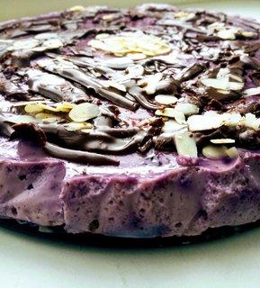FOTKA - Borůvkový cheesecake s čokoládou a mandlemi