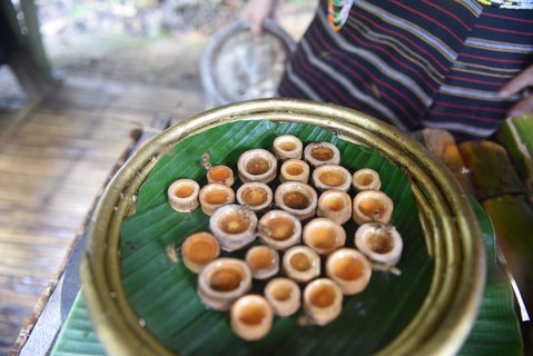 FOTKA - med v bambusových mističkách