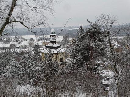 FOTKA - pohled z hradu na kapli