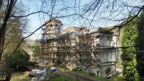 FOTKA - oprava Mattoniho vily v Kyselce