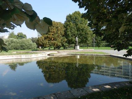 FOTKA - park Přátelství v Praze na Proseku