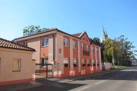 FOTKA - Budova úřadu v Čakovicích