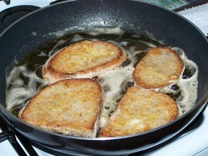 FOTKA - Chleba smažený ve vajíčku-příprava další porce