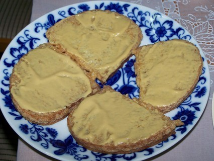 FOTKA - Chleba smažený ve vajíčku-potřeme hořčicí