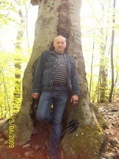 FOTKA - Pred stromom