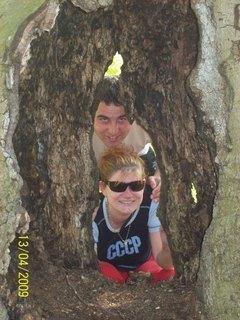 FOTKA - My dvaja za stromom