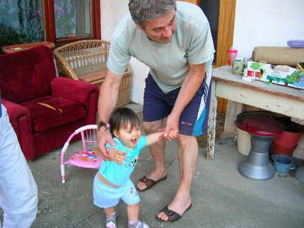 FOTKA - Deniska s dědou