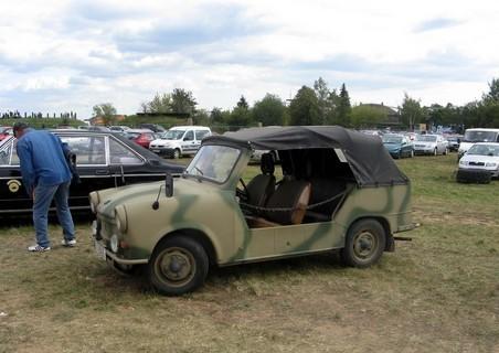 FOTKA - Upravený Trabant pro Wendy na zahradu