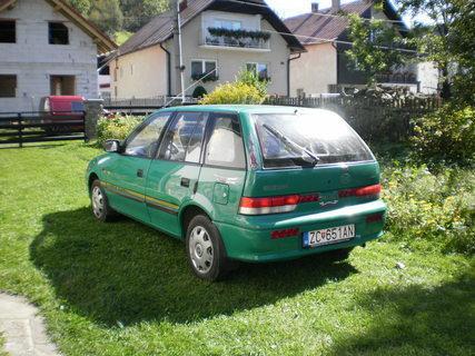 FOTKA - nové autíčko na dvore