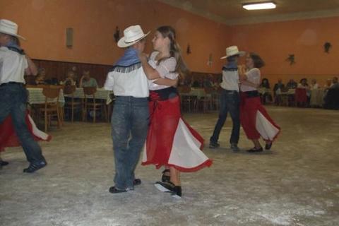FOTKA - Taneček na písničku Hříbě