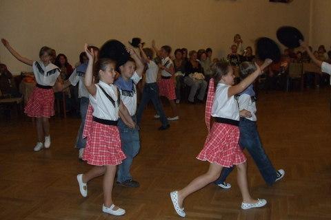 FOTKA - Taneční vystoupení na výročním plese k založení školy 2