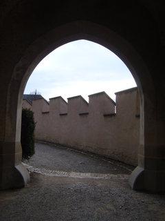 FOTKA - Karlštejn-procházíme bránou