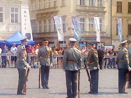 FOTKA - Přehlídka Čestné stráže  SR na Staromáku