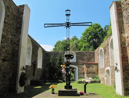 FOTKA - Zřícenina kostela ve Vysoké