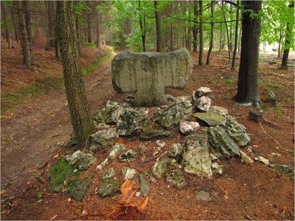 FOTKA - Smírčí kříž v lese