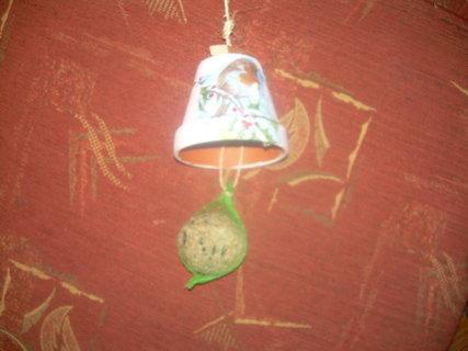 FOTKA - zvoneček-krmení pro ptáčky