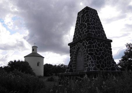 FOTKA - Rotunda a památník selského povstání na Ovčím vrchu