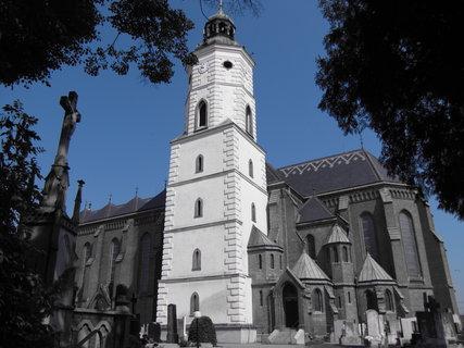 FOTKA - Kravařský kostel a křížek