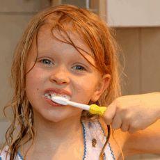 Co platí na zubní kazy dětí?