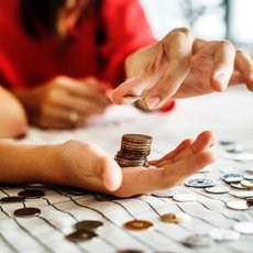peníze v ruce