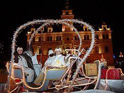 Adventní trhy, Santův Vánoční kamion Coca-Cola a show v Laa and ...