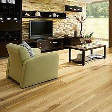 Vybíráme dřevěnou podlahu do obýváku