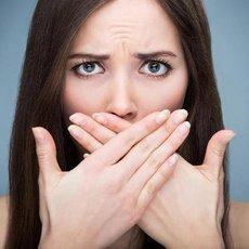 Špatný dech může zhoršovat mezilidské vztahy