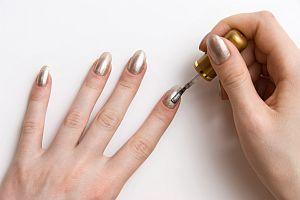 dekorativní kosmetika - nehty jako zrcadlo