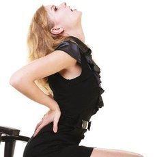 Proč nás v práci bolí záda, kolena nebo loket?