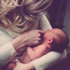 žena s miminkem