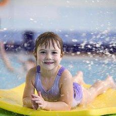 dítě ve vodě