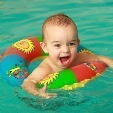 10x v bazénu s dítětem v pohodě