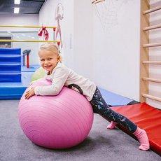 cvičení s overballem
