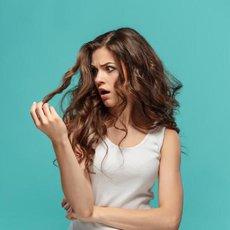 Mastné vlasy nejsou jen problémem dospívajících dívek