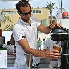 příprava řecké kávy Frappé