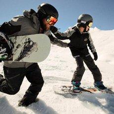 Chce vaše dítě vyměnit lyže za prkno? Poradíme, jak na to!