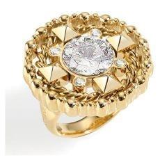 Jak správně nosit stříbrné a zlaté šperky