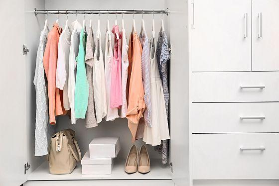 4 tipy na organizaci šatníku, které byste měly zkusit