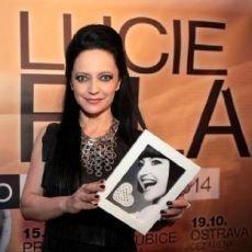 Černobílá srdíčka Lucie Bílé opět pomohou potřebným