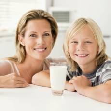 matka-dite-rodina-mleko