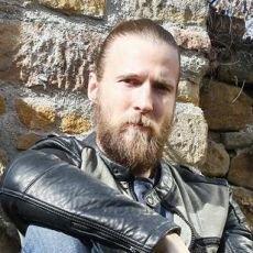 Do Slunečné míří sexy motorkář