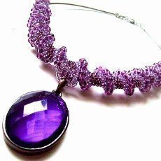 Nápadné šperky rozsvítí váš outfit
