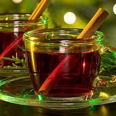 Jak se na podzim zdravěji zahřát? Je lepší káva nebo čaj?