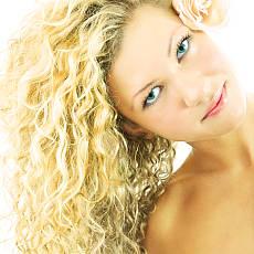 Co pomáhá vlasům zničeným po létě